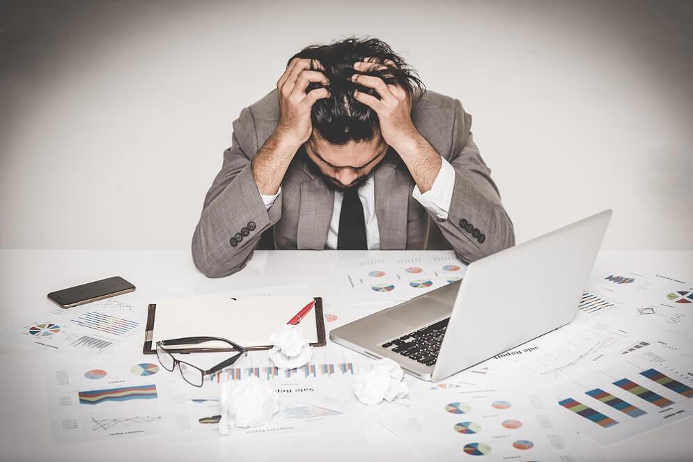 職場のストレスが限界を超えてしまうイメージ