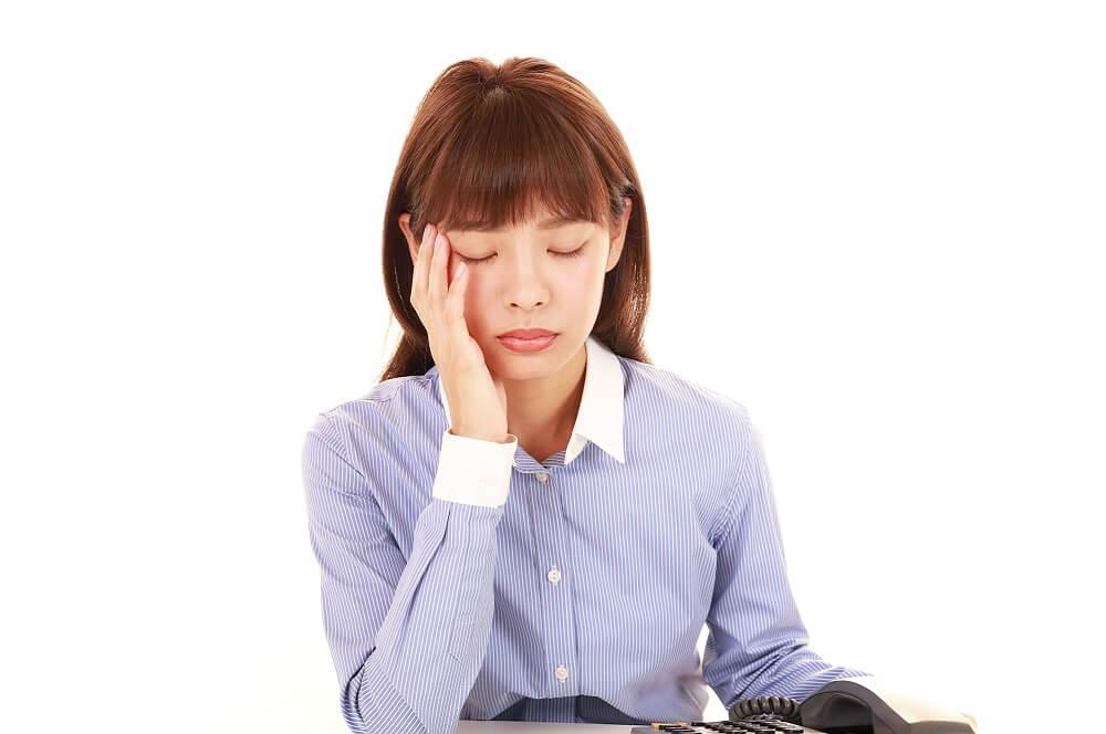 過重労働によって健康を損なうイメージ
