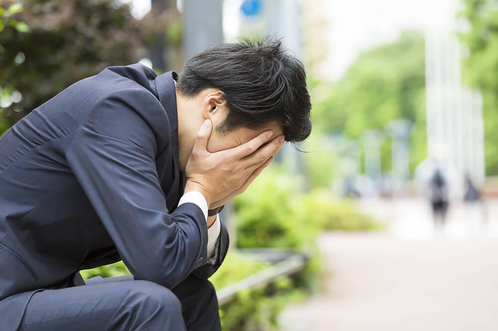 ストレスに苦しむ社員のイメージ