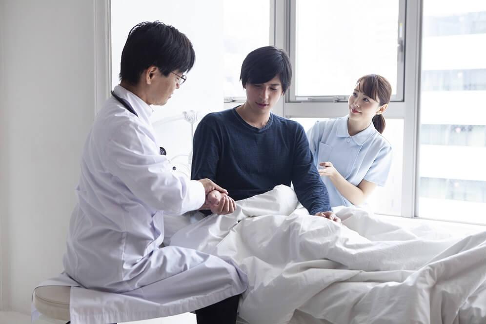 入院する社員のイメージ